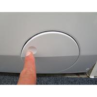 Electrolux EW8W2123RA - Ouverture de la trappe du filtre de vidange