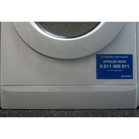 Indesit XWDE861480XW(*5*)(*17*) - Plinthe cachant le filtre de vidange.