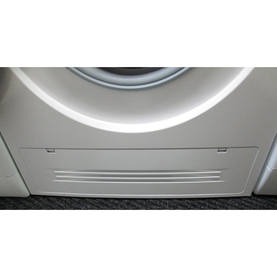 Bosch WVH28461FF(*18*) - Plinthe cachant le filtre de vidange et le filtre du condenseur.
