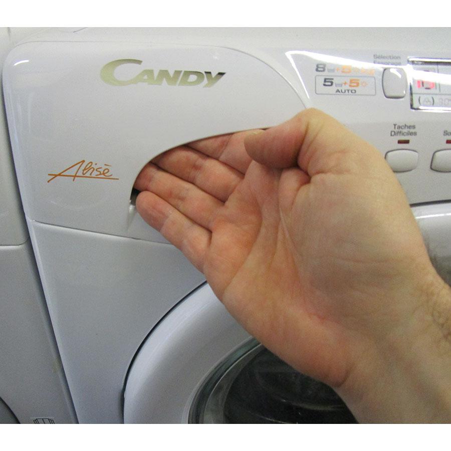 Candy GOW338D-47(*17*) - Ouverture du tiroir à détergents