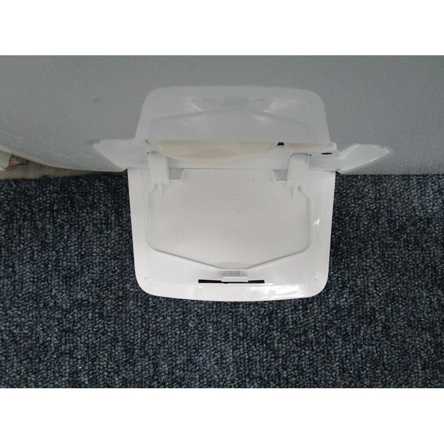 Candy HGSW485DSW/1-S - Ouverture de la trappe du filtre de vidange