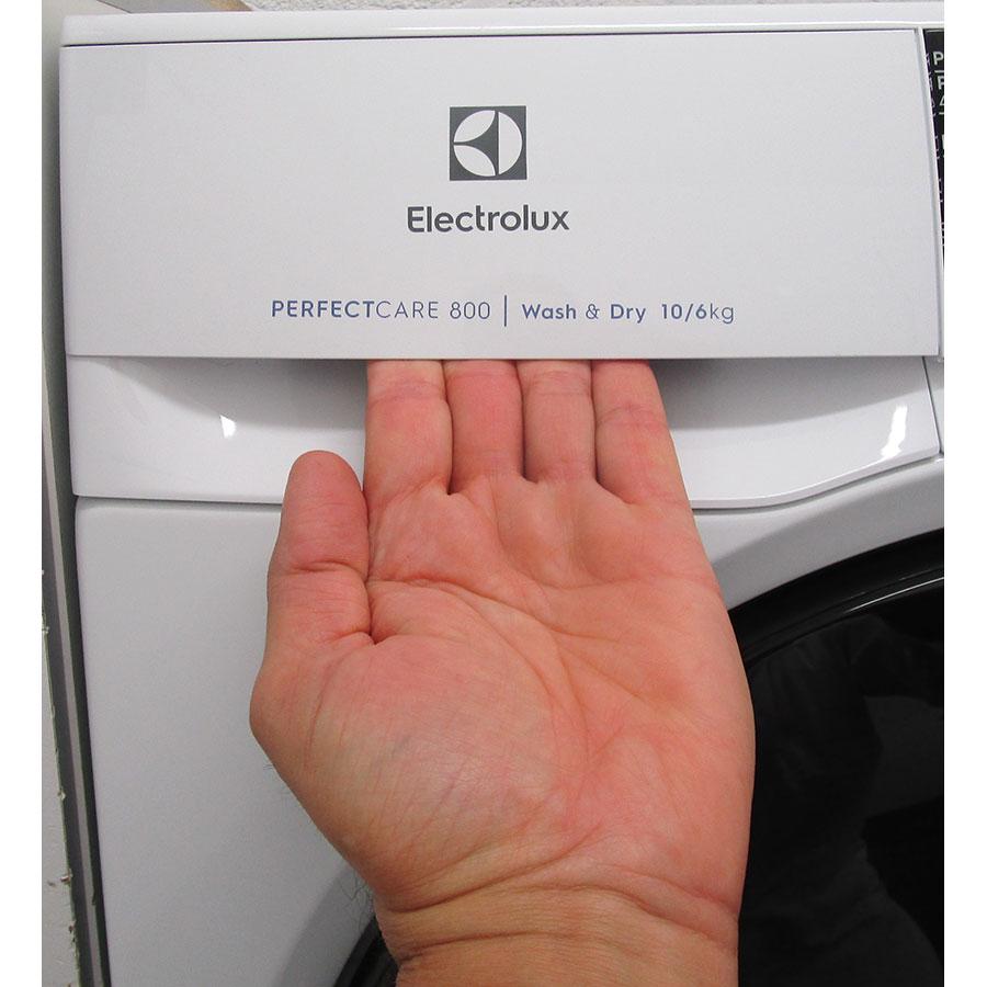 Electrolux EW8W2123RA - Ouverture du tiroir à détergents