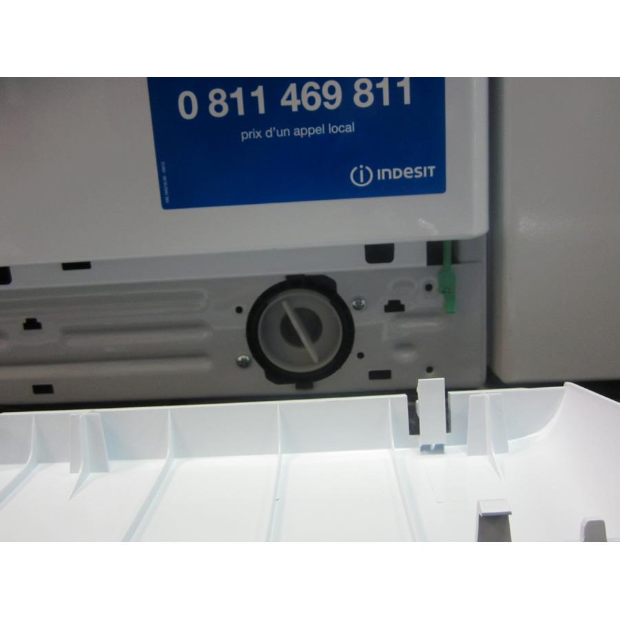 Indesit XWDE861480XW(*5*)(*17*) - Filtre de vidange.