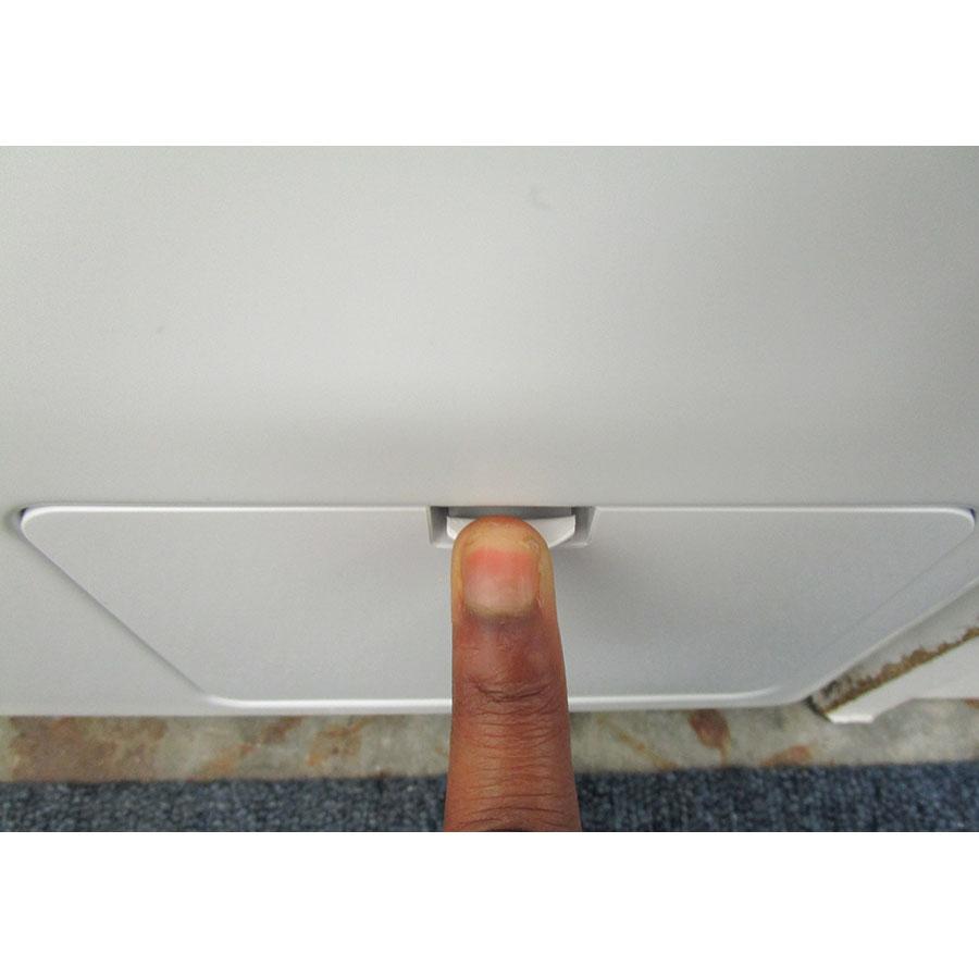 LG F854N51WHSB - Ouverture de la trappe du filtre de vidange