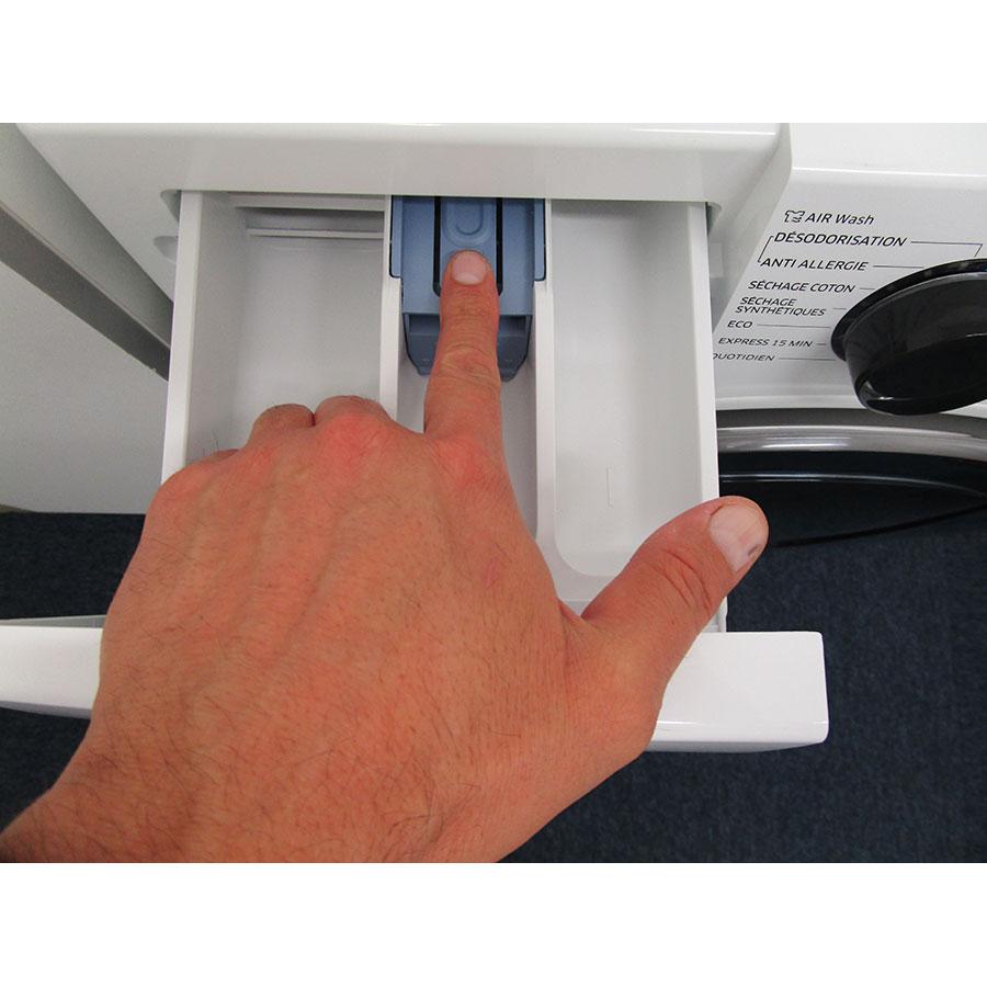 Samsung WD80K5B10OW - Bouton de retrait du bac à produits