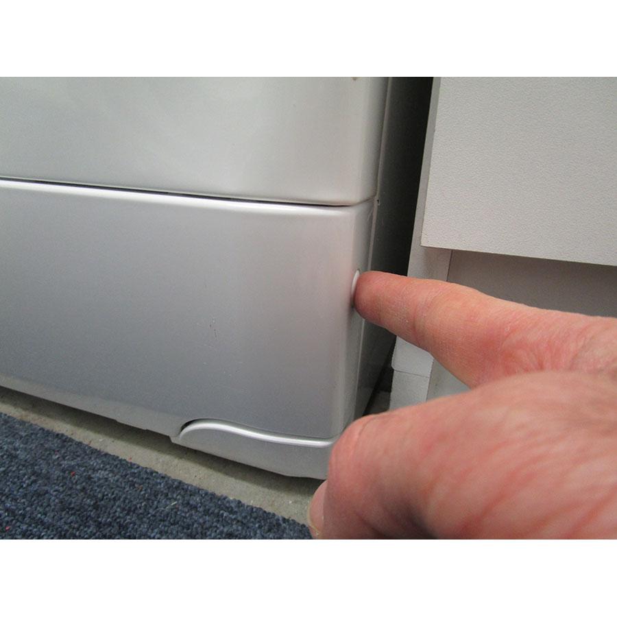 Vedette VLTS6134 - Ouverture de la trappe du filtre de vidange