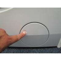 AEG L7FEE169D - Ouverture de la trappe du filtre de vidange