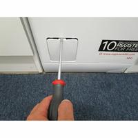 AEG L7TBD734E - Outil nécessaire pour accéder au filtre de vidange