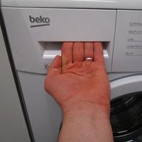 Beko LLF06W1 - Ouverture du tiroir à détergents