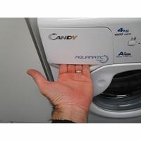 Candy AQUA1042D1 - Ouverture du tiroir à détergents