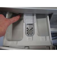 Daewoo DWD-FV2227 - Bouton de retrait du bac à produits