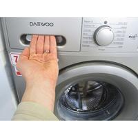 Daewoo DWD-FV2227 - Ouverture du tiroir à détergents