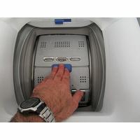 Electrolux EW7T3463IK - Bouton d'ouverture des portillons