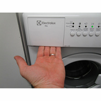 Electrolux EWC1350 - Ouverture du tiroir à détergents