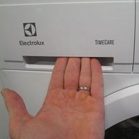 Electrolux EWF1284EOW(*10*) - Ouverture du tiroir à détergents