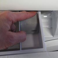 Electrolux EWF1284EOW(*10*) - Bouton de retrait du bac à produits