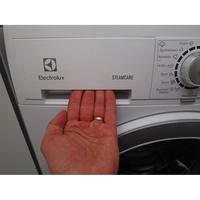 Electrolux EWF1496GZ1 - Ouverture du tiroir à détergents