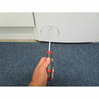 Indesit BTWD61053 - Outil nécessaire pour accéder au filtre de vidange