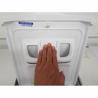Indesit BTWD61053 - Bouton de retrait du bac à produits