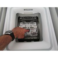 Indesit BTWD61253 - Bouton d'ouverture des portillons