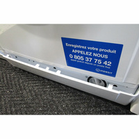 Indesit EWC61252W FR(*32*) - Ouverture de la plinthe masquant le filtre de vidange