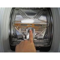 Indesit ITWD C 61252 W - Bouton d'ouverture des portillons