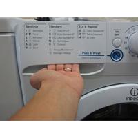 Indesit XWA61252W FR Innex Push & Wash (*23*) - Ouverture du tiroir à détergents