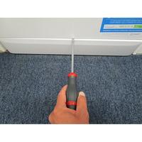 Indesit XWA71452WFR - Outil nécessaire pour accéder au filtre de vidange