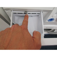 Indesit XWA71452WFR - Bouton de retrait du bac à produits