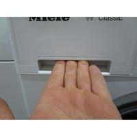 Miele WDA100 - Ouverture du tiroir à détergents