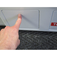 Miele WKH121 WPS W1 ChromeEdition - PowerWash 2.0 & TwinDos - Ouverture de la trappe du filtre de vidange