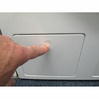 Miele WWE860WPS AllWater - Ouverture de la trappe du filtre de vidange
