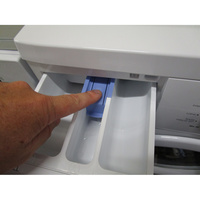 Saba (Conforama) LFS7124(*27*) - Bouton de retrait du bac à produits