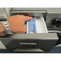 Samsung WW70J5355FX - Bouton de retrait du bac à produits