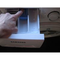 Samsung WW70K5413WW AddWash - Bouton de retrait du bac à produits