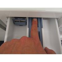 Samsung WW80J5555DW - Bouton de retrait du bac à produits