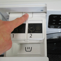 Whirlpool FSCR12443 6ème Sense Live(*37*) - Bouton de retrait du bac à produits