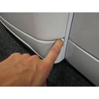 Whirlpool SPA1000 6ème Sens InfiniteCare - Ouverture de la plinthe masquant le filtre de vidange