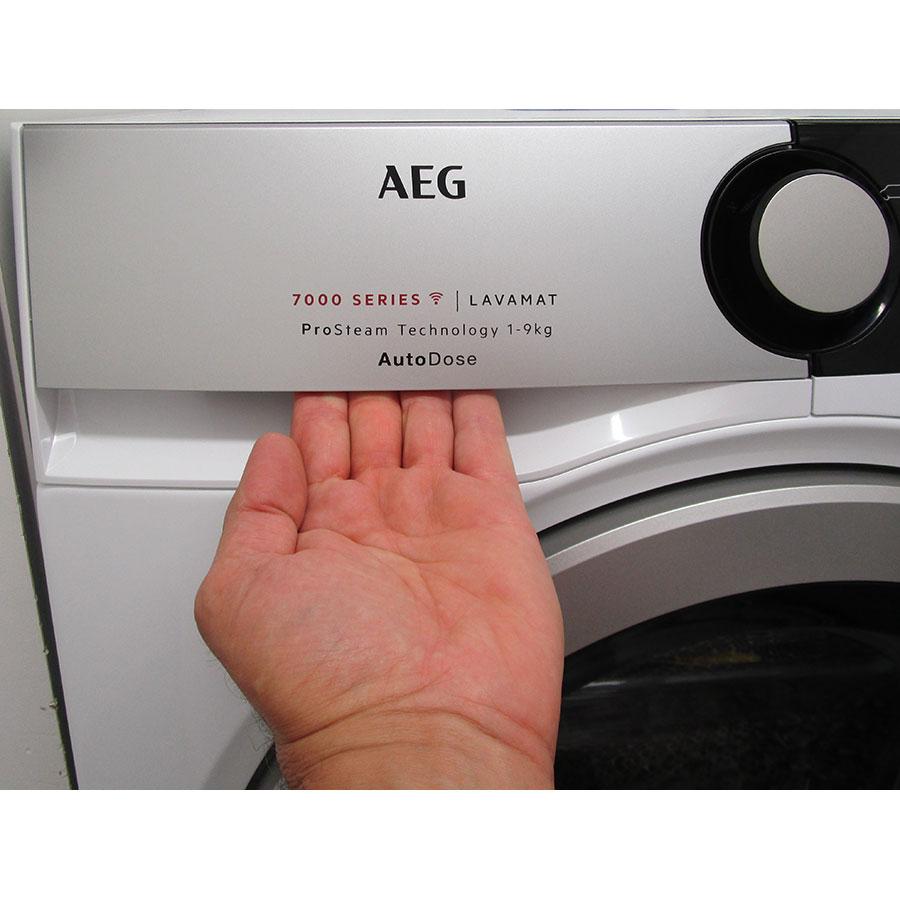 AEG L7FEE169D - Ouverture du tiroir à détergents