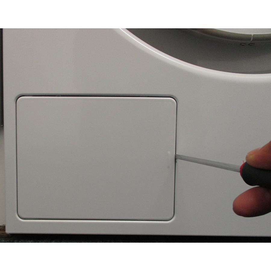 Asko W2096P.W/2 - Outil nécessaire pour accéder au filtre de vidange