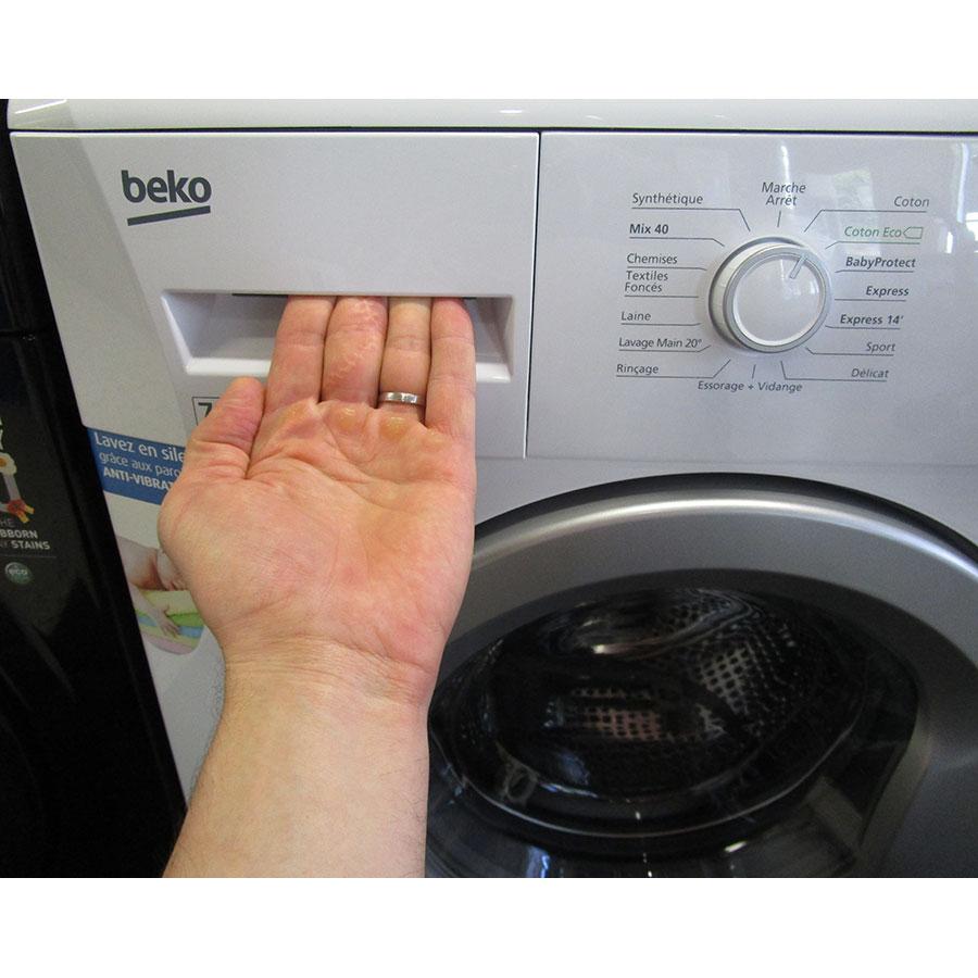 Beko WMB71436 - Ouverture du tiroir à détergents