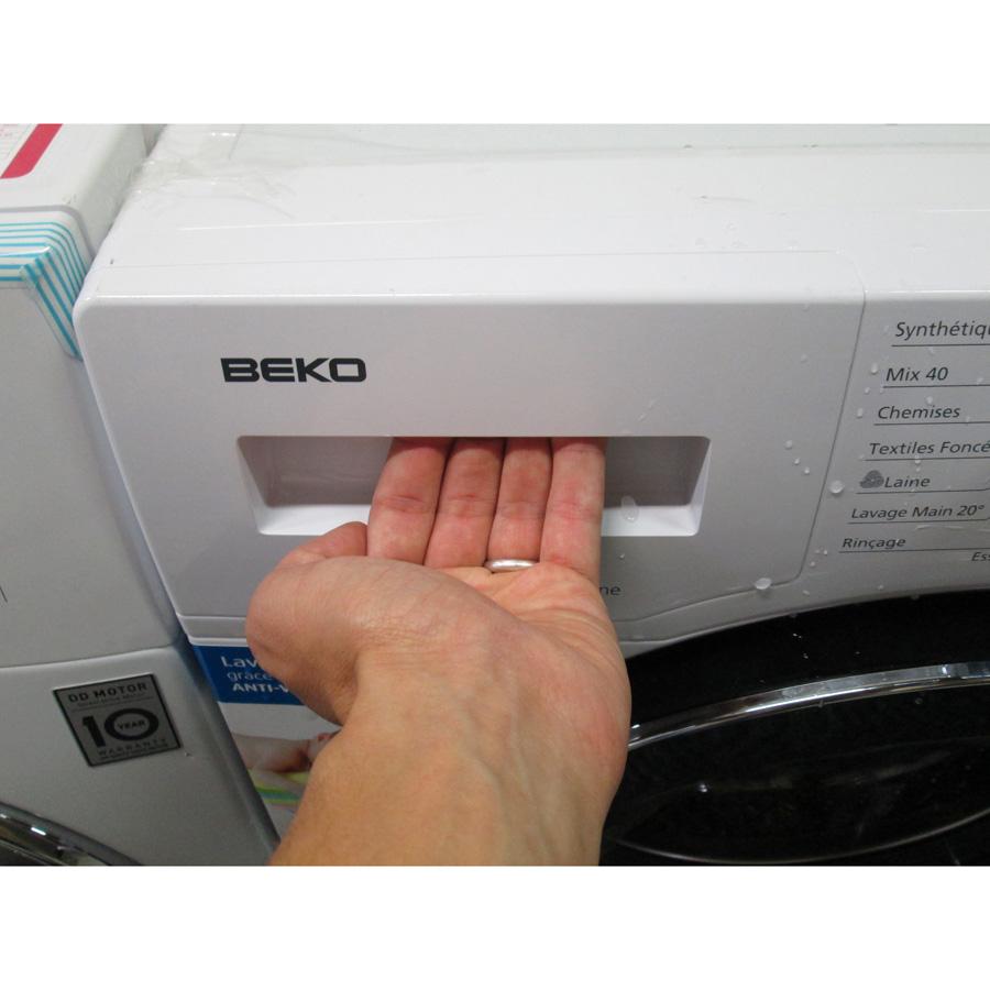 Beko WMY81430 - Ouverture du tiroir à détergents