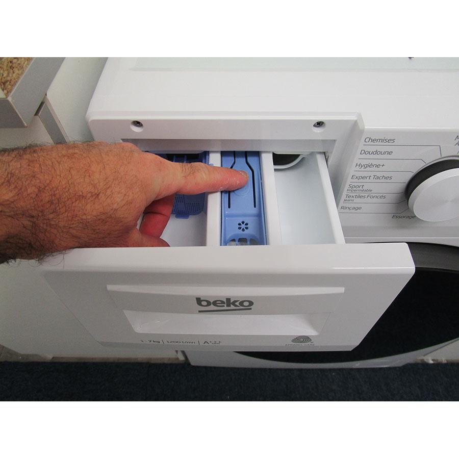 Beko WTS7200W - Bouton de retrait du bac à produits