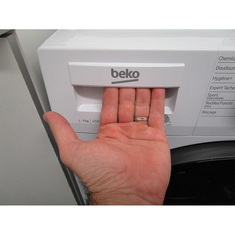 Beko WTS7200W - Ouverture du tiroir à détergents