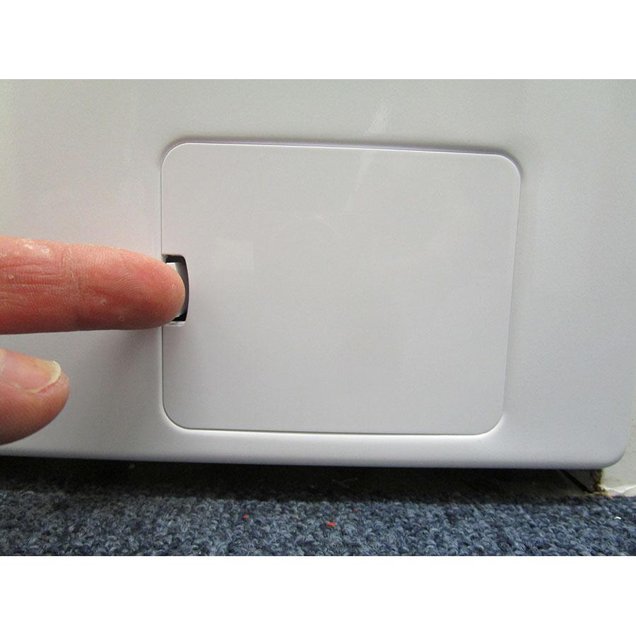 Beko WTS7200W - Ouverture de la trappe du filtre de vidange