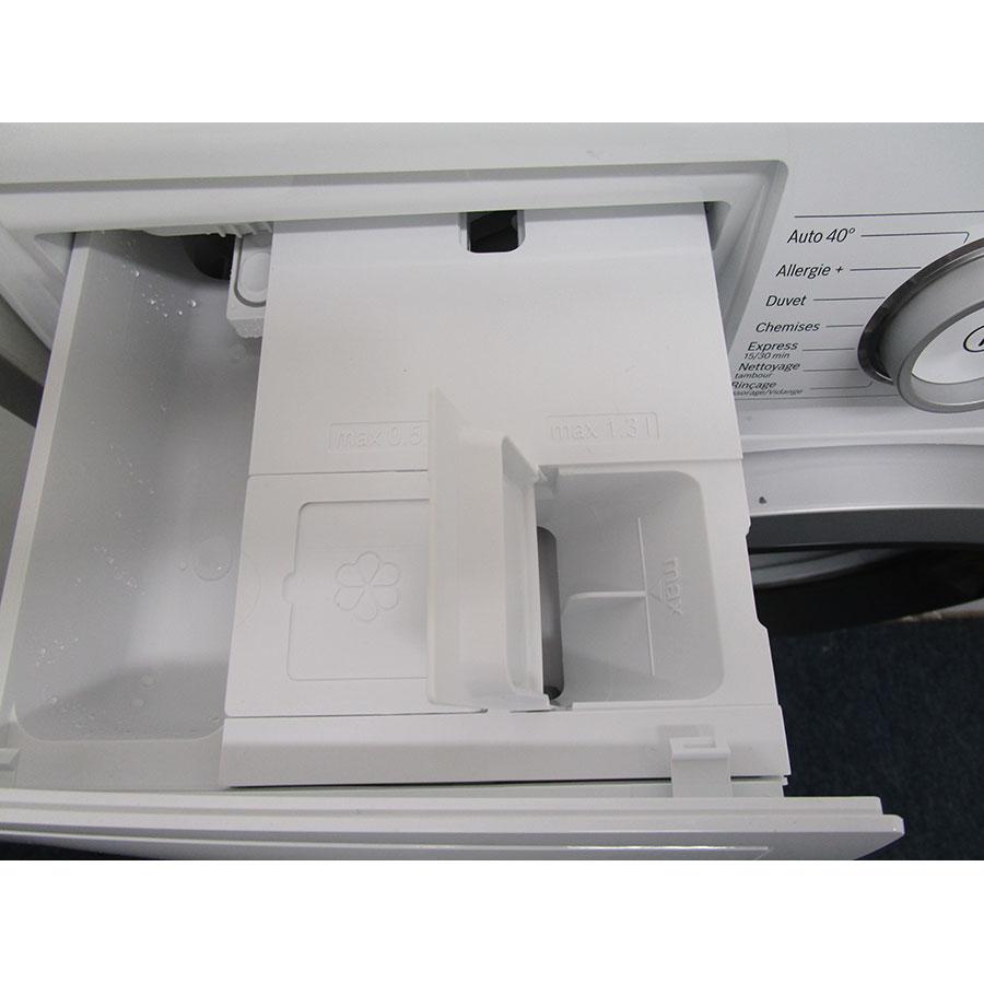 Bosch I-Dos WAT286H9FF - Orifices de remplissage des réservoirs d'adoucissant et lessive liquide