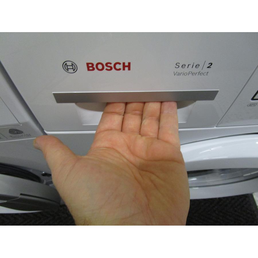 Bosch WAB24211FF - Ouverture du tiroir à détergents