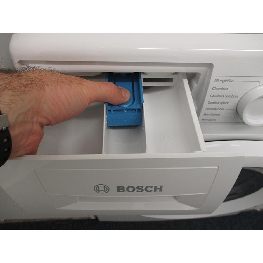Bosch WAN24208FF - Bouton de retrait du bac à produits