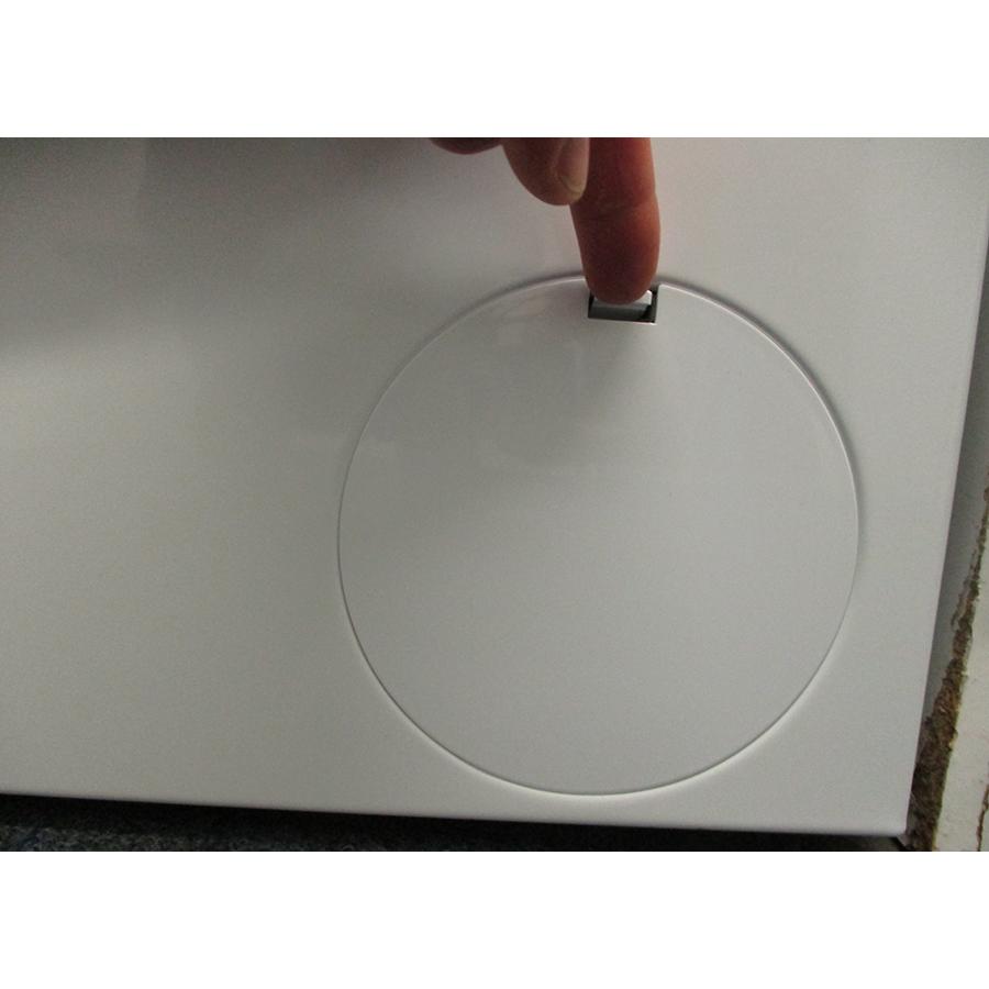 Bosch WAN28209FF - Ouverture de la trappe du filtre de vidange