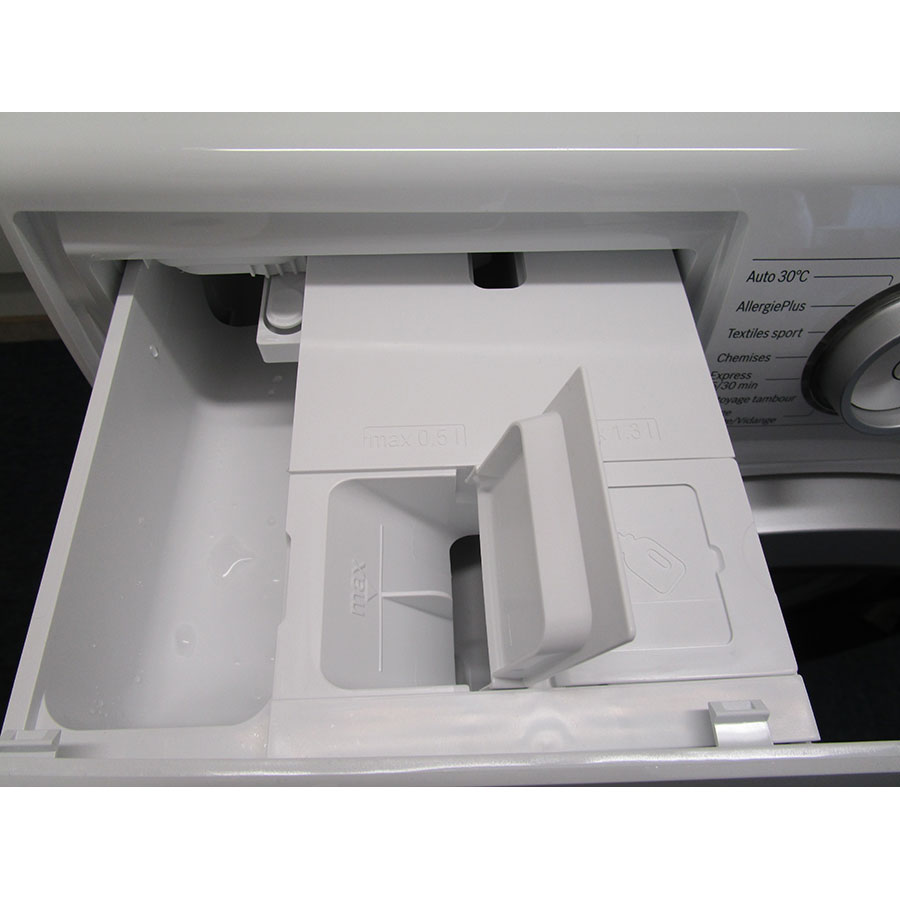 Bosch WAT28618FF i-Dos - Orifices de remplissage des réservoirs d'adoucissant et lessive liquide